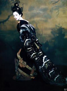 "Gong Li, December 2005 VOGUE, costumes by Colleen Atwood for the movie ""Memoirs of a Geisha"" - photo by Paolo Roversi. Colleen Atwood, Paolo Roversi, Gong Li, Annie Leibovitz, Look At My, Ethno Style, Memoirs Of A Geisha, Movie Costumes, Japanese Kimono"