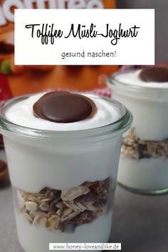 Gesund naschen mit dem Toffifee Müsli-Joghurt Tolle Desserts, Cereal, Oatmeal, Dessert Recipes, Breakfast, Food, Savory Foods, Yogurt, Dessert Food