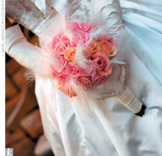 The feathers add such a personality to the bouquet :)