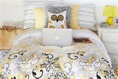 girl college dorm owl decor