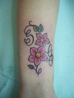 Tatuaggi bellissimi di stelle fiori di ciliegio e co e for Tattoo fiori sul polso
