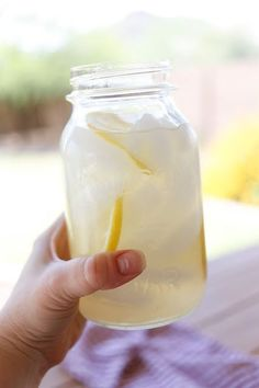 Sugar Free Lemonade (that doesn't taste sugar free!) - get the recipe at barefeetinthekitchen.com