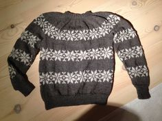 Sweater med stjernemønster