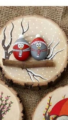 50 Amazing Painted Rocks Houses Ideas You'll Love – Christmas – Noel 2020 ideas Christmas Pebble Art, Christmas Rock, Diy Christmas Ornaments, Holiday Crafts, Christmas Decorations, Thanksgiving Crafts, Garden Decorations, Stone Crafts, Rock Crafts