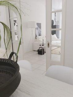 Binnenkijken bij Dagmar. Vandaag hebben wij weer een prachtig wit paleisje als binnenkijker. Kijk mee naar het huis van Dagmar. Dagmar woont samen met haar man Marcel en haarkids Roels (20), Fleur…