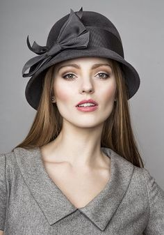 R15W36 - Grey cloche hat with petersham bow