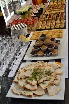 Party Food Buffet, Party Food Platters, Food Menu, Reception Food, Food Lists, Appetizers For Party, Food Presentation, Love Food, Dessert Recipes