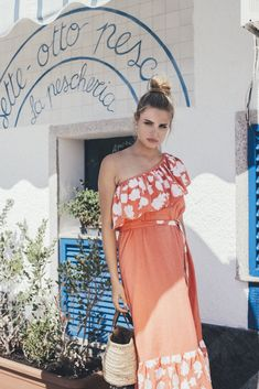 If you're feeling ready to embrace the print trend, the Volpe dress will be your favourite beach staple. This one shoulder piece brings sun to your wardrobe, thanks to its radiant coral colour.