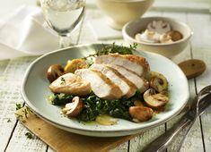 Knoblauch-Hähnchen auf Spinatbett mit Champignons #lowcarb #lowcarbfood #lowcarbrezept #haehnchen #chicken #knoblauch #spinat #champignons #fitfood #protein #proteinfood