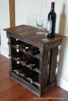Dark Pallet Wood 12 bottle Wine Rack.