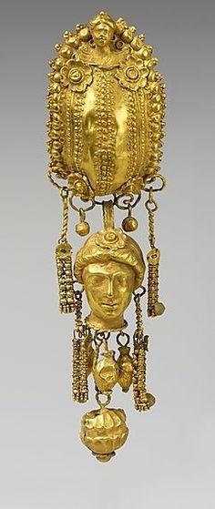 Серьги с подвесками и женской головой, период эллинизма