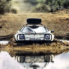 Lancia stratos HF at the safari rally in ———————————. Ferrari, Maserati, Vintage Racing, Vintage Cars, Sport Cars, Race Cars, Carros Suv, Lancia Delta Integrale, Rallye Automobile
