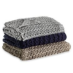 Give any room a cozy, lived-in look with the Kenneth Cole Reaction Home Chunky Knit Throw. Designed with a wide chunky knit, the warm throw brings an effortless touch of understated luxury to your chair, sofa or bed.