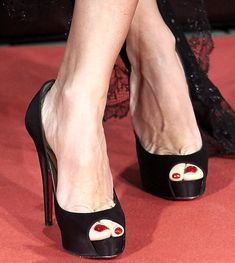 louboutin black heels Very Popular For Christmas Day,Very Beautiful for life.