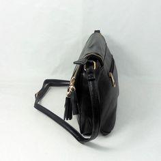 5e08e2a86 Bandolera negra cremallera. #bolso #accesorios #complementos #comprar  #compraonline #moda