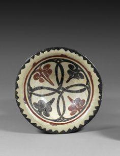 Coupe Samanide à décor noir et rouge.Asie Centrale, probablement Samarcande, Xe siècle.Photo Boisgirard et Associés