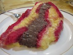 ZUPPA INGLESE ~ Ingredienti: savoiardi, Alchermes, zucchero, latte, uova, farina, vaniglia, cioccolato. Per la preparazione vedere: https://www.facebook.com/photo.php?fbid=578733188886883&set=a.469375059822697.1073741825.326675757425962&type=1&theater