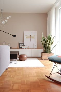 Lowboard Weiß – Designer-TV-Board: Türen in Weiß – Hochwertige Materialien – 226 x 53 x 35 cm, Komplett anpassbar We show the most beautiful living ideas for your lowboard. ❤ Be inspired by the most popular photos with lowboards from real flats. Decor Room, Living Room Decor, Home Decor, Living Room Wooden Floor, Sweet Home, Beautiful Interiors, Living Room Interior, Room Inspiration, Interior Inspiration