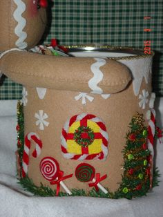 Felt Gingerbread Candy and Cookie Holder by simplysweetgifts Christmas Craft Projects, Felt Christmas Decorations, Felt Christmas Ornaments, Christmas Crafts, Gingerbread Crafts, Christmas Gingerbread Men, Coffee Can Crafts, Quilted Christmas Stockings, Festival Decorations