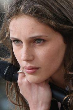 """Die Französin erobert derzeit mit ihrer Rolle in """"Jung & Schön"""" nicht nur die Herzen der Filmbranche Cannes, Star Francaise, Soft Autumn, French Girls, Pretty Face, Haircuts, Oc, Star Wars, Beautiful Women"""