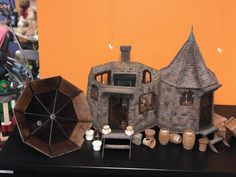 Harry Potter Dolls, Harry Potter Diy, Harry Potter Hogwarts, Hagrids Hut, Book Corners, Harry Potter Collection, Diy Dollhouse, Little Books, Doll Houses