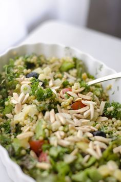 This Spring Herb and Asparagus Couscous Salad utilizes the season's fresh flavors. Couscous Recipes, Couscous Salad, Couscous Meals, Salad Recipes, Pasta Side Dishes, Pasta Sides, Food Dishes, Healthy Food Choices, Healthy Dessert Recipes