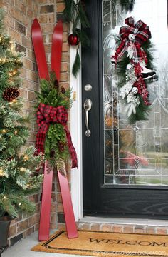 Repurposed Skis Skis turned Holiday Decor from confessionsofaser… Repurposed painted skis on a Christmas porch by Confessions of a Serial Do It Yourselfer featured on Funky Junk Interiors Easy Christmas Decor From simple to amazing From simple to exciti Country Christmas, Simple Christmas, Christmas Holidays, Christmas Wreaths, Christmas Ornaments, Cheap Christmas, Christmas Porch Ideas, Homemade Christmas, Christmas Planters