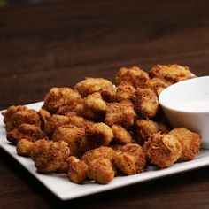 Cheddar Parmesan Cauliflower Bites 13 Damn Delicious Ways To Snack On Vegetables Parmesan Cauliflower, Parmesan Crisps, Cauliflower Bites, Cheesy Cauliflower, Cauliflower Recipes, Detox Recipes, Snack Recipes, Cooking Recipes, Keto Snacks