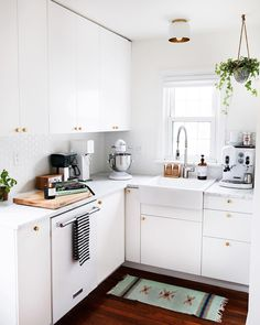"""73 Likes, 3 Comments - jillian guyette (@jillianguyette) on Instagram: """"our tiny kitchen looking pristine today ✨ stayed this way for about seven and a half minutes.…"""""""
