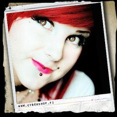 Superstar Huulipuna -Pinkki -6e (myös joku muu kirkkaan-/neonpinkki huulipuna käy)