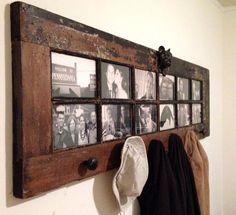 старая дверь - вешалка для одежды и рама для фотографий