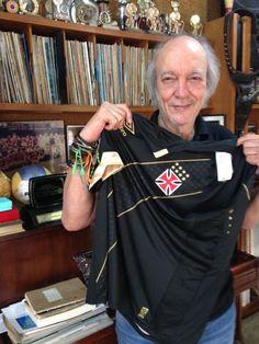 Erasmo Carlos ganha nova camisa do Vasco e posta foto em rede social - SuperVasco