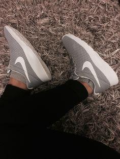 promo code ea408 9b519 Die 38 besten Bilder von sHoE~lOvE   Fashion shoes, Wide fit women s ...