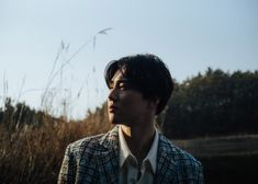 Suho is prepairing for his solo debut on March and he releases new teaser photos every day. The first day the teaser photos were self-portait-style, and after that the teaser photos are in the
