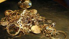Barbat din Valcea cercetat pentru inselaciune dupa ce a platit o bijuterie cu bancnote false 100 Euro, Cufflinks, Brooch, Stud Earrings, Bracelets, Accessories, Jewelry, Money, Google