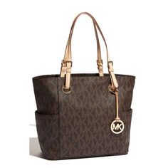 Michael Kors Tote Michael Kors signature tote. Has been used but great condition! 100% authentic. Measurements: 17 x 11.5 x 5in Michael Kors Bags Totes
