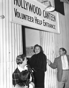 Kate Smith Enters Through The Volunteers Entrance Of The Hollywood Canteen