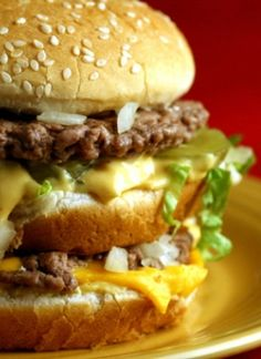 So shoot me- i do like Big Mac sauce and i will make it low carb! :) DIY: McDonald's Big Mac Copycat Recipe= good to have the sauce for cookout nights Burger Recipes, Beef Recipes, Cooking Recipes, Fastfood Recipes, Mcdonalds Recipes, Protein Recipes, Beste Burger, Mac Recipe, Gastronomia