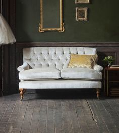 Top 7 Modern Sofas By Beaumont & Fletcher That You Will Covet | Living Room Ideas. Chesterfield Sofas. #modernsofas #chesterfieldsofa #whitesofa Read more: http://modernsofas.eu/2016/09/13/modern-sofas-beaumont-fletcher-covet/