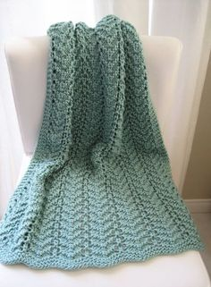 Easy Lacy Baby Blanket By Lulustar - Free Knitted Pattern - (lulu-knits.blogspot)