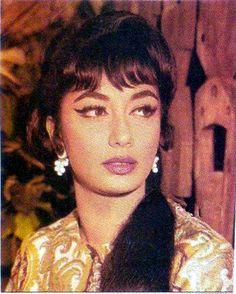 The famous Sadhna Hair cut. Bollywood Masala, Indian Bollywood, Bollywood Stars, Indian Celebrities, Bollywood Celebrities, Bollywood Actress, Film Icon, Indian Goddess, Indian Star