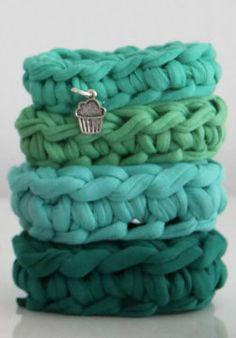 Crocheted bracelets. gehaakte armband met bedel Zpagetti - € 9,50