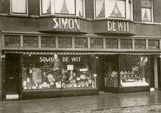 Kruidenierszaak van Simon de Wit, later uitgegroeid tot supermarktketen, Rotterdam, Nederland, 1931.