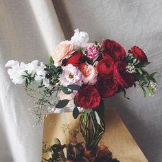Josie's on @rockmywedding this week. Link in profile. #weddinginspiration #weddingplanning #weddingflowers #bridetobe #bridalbouquet #fotd #underthefloralspell #dsfloral #flowerstagram #flowersofinstagram #floral #floralfix