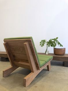 Rio Manso chair by Carlos Motta available at ESPASSO. Suited for both indoor and outdoor spaces. Diy Outdoor Furniture, Bench Furniture, Home Decor Furniture, Outdoor Chairs, Furniture Design, Outdoor Spaces, Wood Chair Design, Woodworking Inspiration, Diy Chair