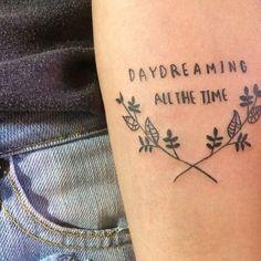 daydreaming paramore tatuagem braço tatoo folhas musica