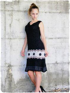 Vestito  Gessica Vestito scamiciato con disegno etnico #ricamo #floreale #uncinetto, #balza al fondo - Rifinito all'uncinetto.  #modaetnica #ethnicalfashion #alpacaswhool #lanadialpaca #peruvianfashion #peru #lamamita #moda #fashion #italianfashion #style #italianstyle #modaitaliana #lamamitafashion #moda2016 #fashion2016 #winter #winterfashion #dress #wintersales #sales