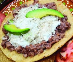 Refried Beans Tostadas (leave out the chicken) Tostadas, Tacos, Frijoles Refritos, Refried Beans, Creative Food, Hamburger, Sandwiches, Beef, Dishes