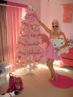 hello kitty christmas tree - This year with her pink tree? purple, pink crown ornaments, real candy canes and she loves it! Hello Kitty Christmas Tree, Pink Christmas Tree, Christmas Wishes, Xmas Tree, Christmas Tree Decorations, Sanrio, Pink Trees, 4 Life, Real Life
