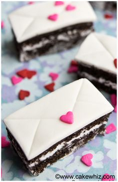 These cute MINI LOVE LETTER CAKES are very easy to make and perfect for Anniversaries or Valentine's Day! From cakewhiz.com